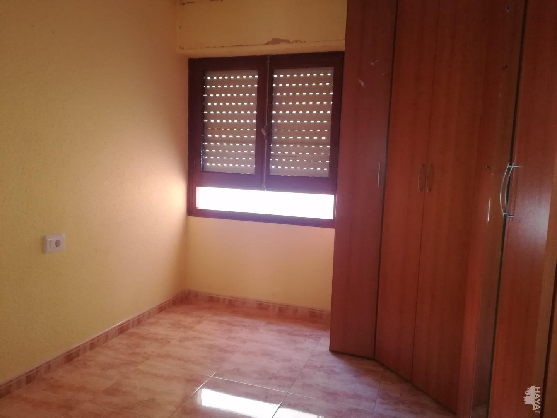 Piso en venta en Piso en Castellón de la Plana/castelló de la Plana, Castellón, 96.300 €, 3 habitaciones, 1 baño, 107 m2