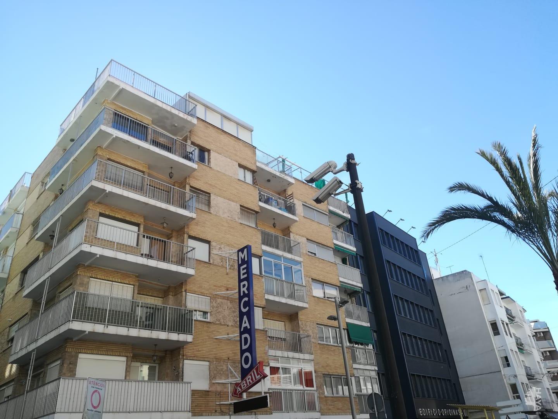 Piso en venta en Benidorm, Alicante, Avenida Emilio Ortuño, 180.502 €, 3 habitaciones, 1 baño, 92 m2