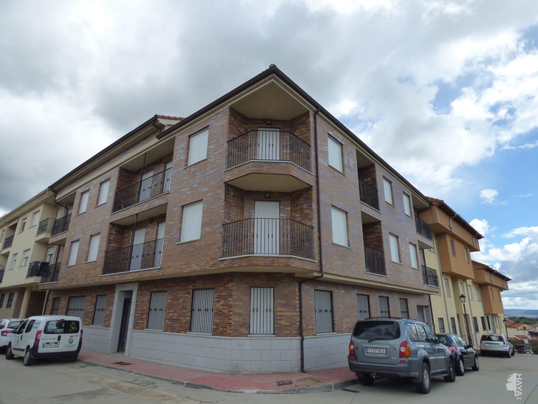 Piso en venta en Candeleda, Candeleda, Ávila, Calle Madrid, 90.000 €, 3 habitaciones, 2 baños, 153 m2