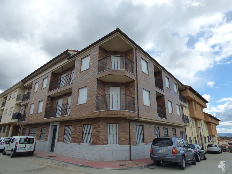 Piso en venta en Candeleda, Candeleda, Ávila, Calle Madrid, 98.000 €, 3 habitaciones, 2 baños, 153 m2