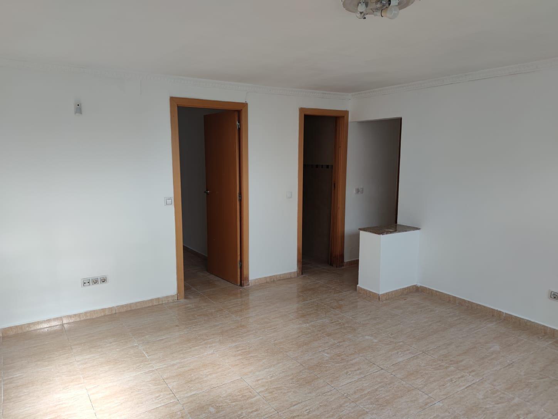 Piso en venta en Bellvitge, L` Hospitalet de Llobregat, Barcelona, Calle Arroyo Nuestra Señora Bellvitge, 138.000 €, 2 habitaciones, 1 baño, 74 m2