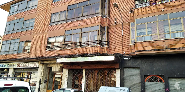 Piso en venta en La Bañeza, León, Plaza Reyes Catolicos, 67.800 €, 4 habitaciones, 1 baño, 105 m2