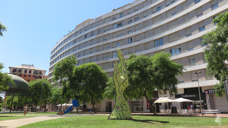 Piso en venta en Castellón de la Plana/castelló de la Plana, Castellón, Plaza Vilanova Dalcolea, 104.000 €, 3 habitaciones, 1 baño, 119 m2