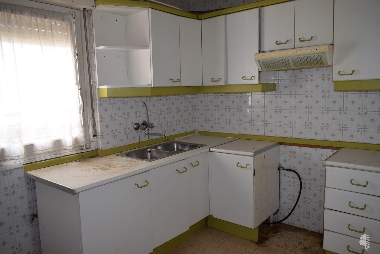 Piso en venta en Piso en Barbastro, Huesca, 90.405 €, 4 habitaciones, 1 baño, 111 m2