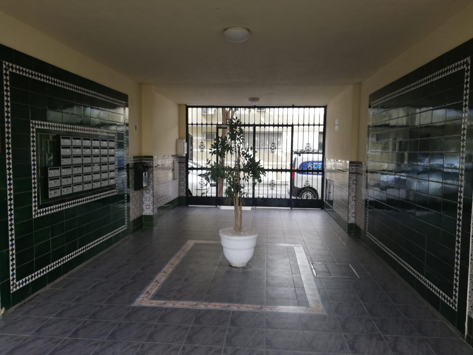 Piso en venta en Distrito Norte, Sevilla, Sevilla, Calle Estrella Polar, 101.000 €, 4 habitaciones, 2 baños, 115 m2