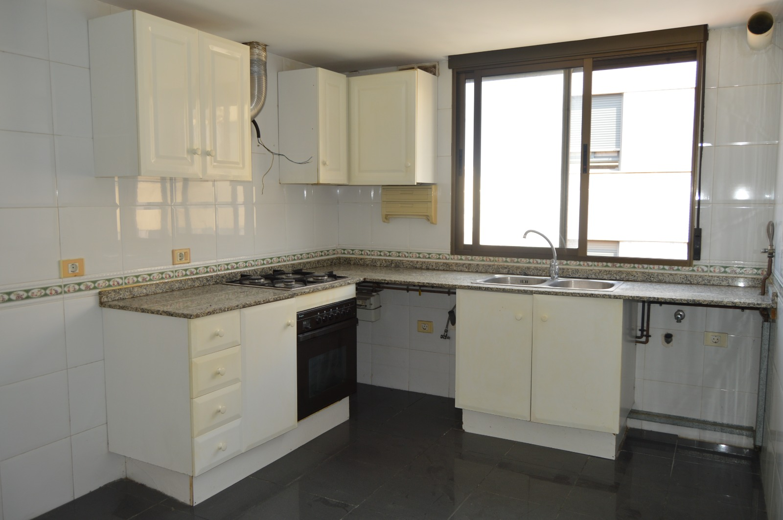 Piso en venta en Grupo Corell, Almazora/almassora, Castellón, Calle Nueve de Octubre, 72.000 €, 3 habitaciones, 2 baños, 105 m2