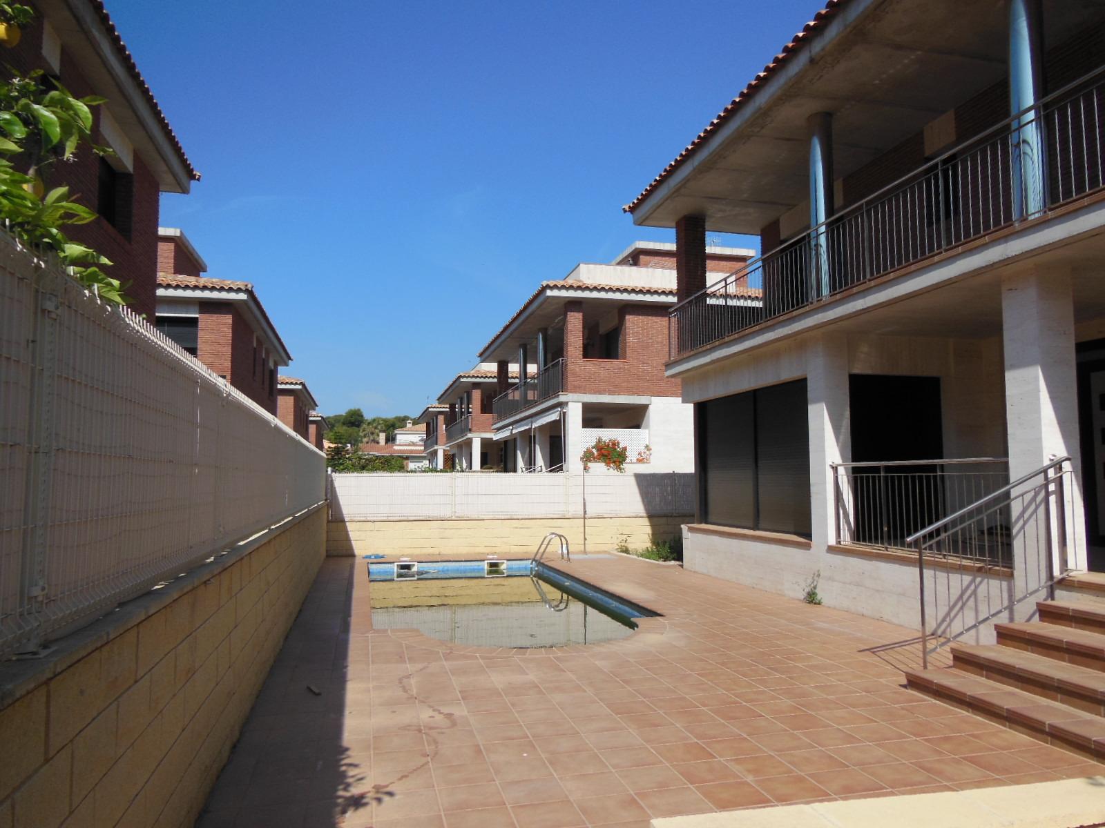 Casa en venta en Calafell, Tarragona, Calle Nicaragua, 445.000 €, 5 habitaciones, 5 baños, 355 m2