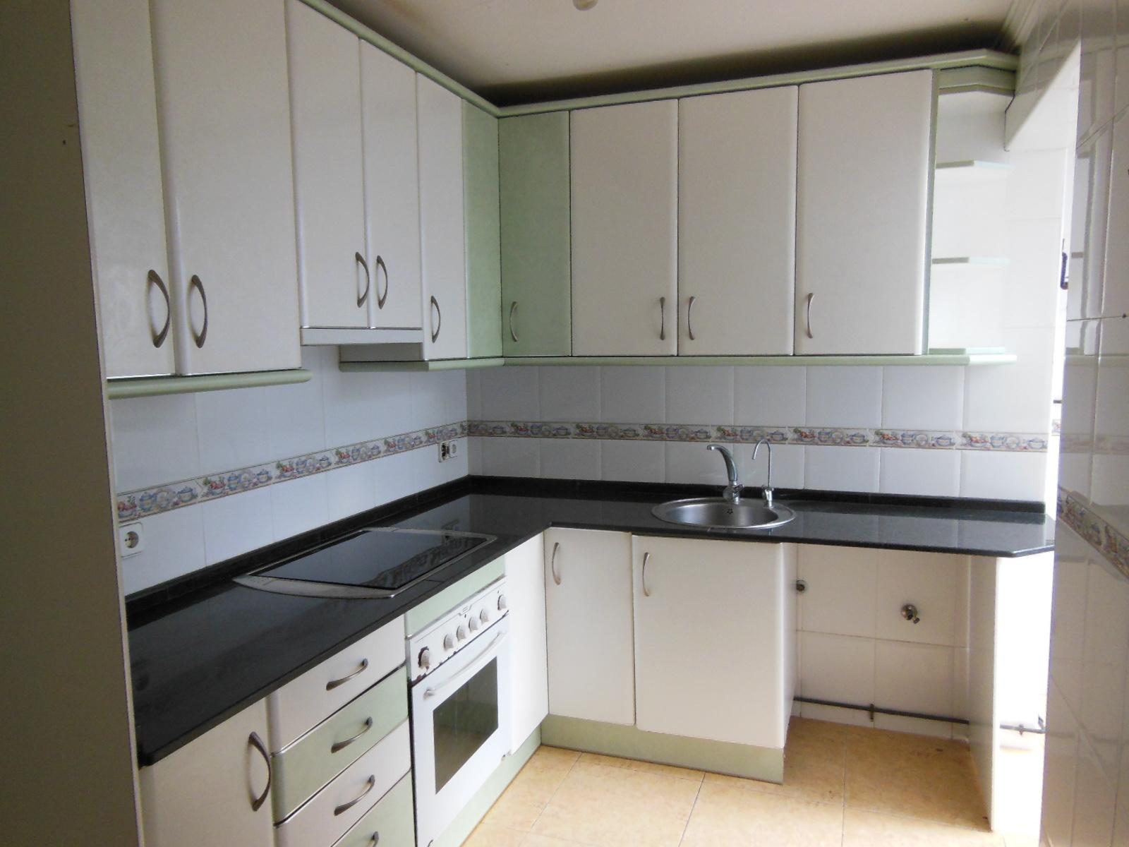 Piso en venta en Camp Clar, Tarragona, Tarragona, Calle Riu Algars, 83.500 €, 4 habitaciones, 1 baño, 104 m2