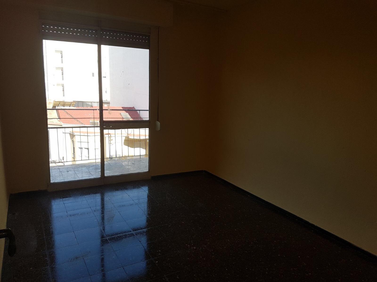 Piso en venta en Elche/elx, Alicante, Calle Hilarion Eslava, 36.000 €, 3 habitaciones, 1 baño, 88 m2