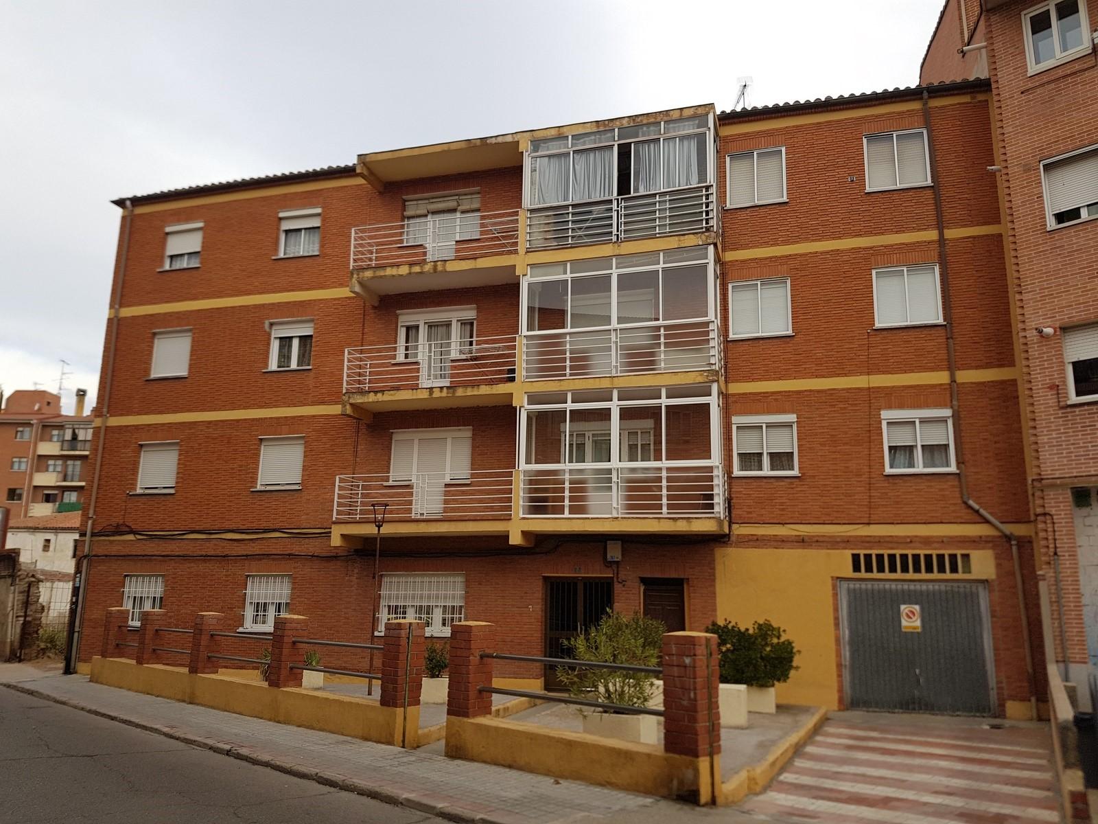 Piso en venta en Centro, Medina del Campo, Valladolid, Calle Rave, 36.293 €, 2 habitaciones, 1 baño, 77 m2