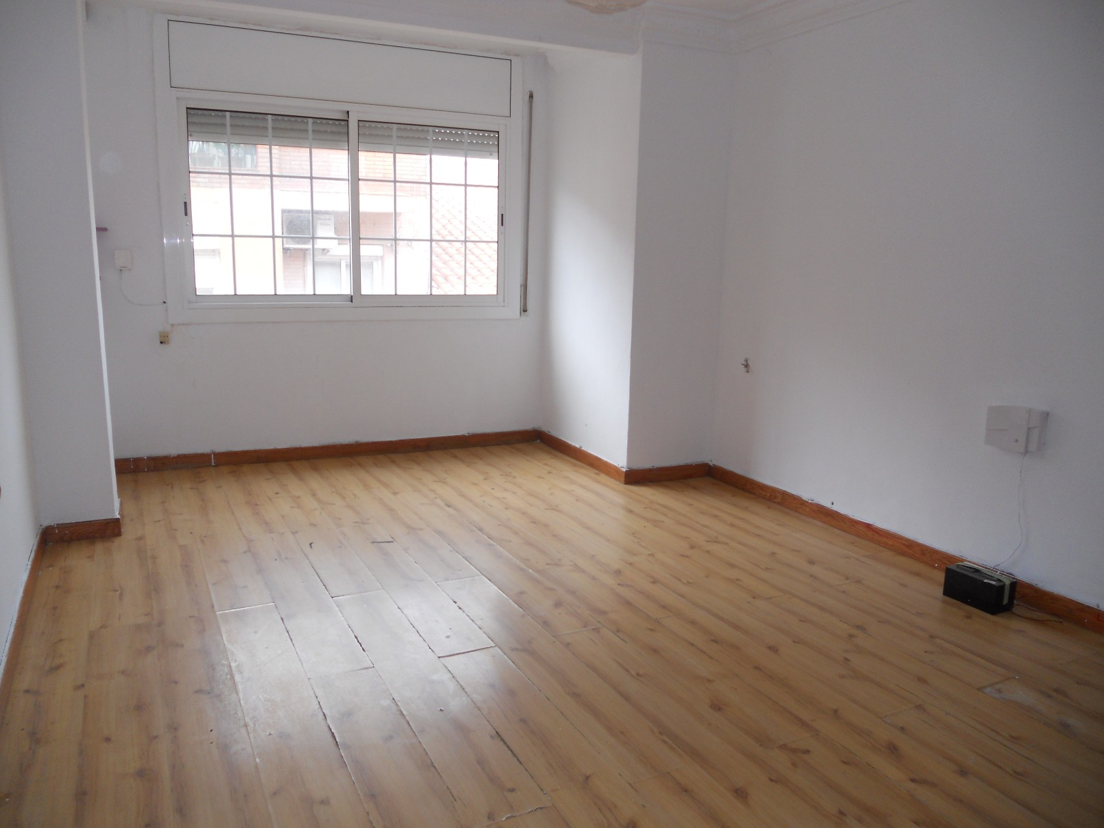 Piso en venta en El Prat de Llobregat, Barcelona, Calle de L`urgell, 136.000 €, 3 habitaciones, 1 baño, 70 m2