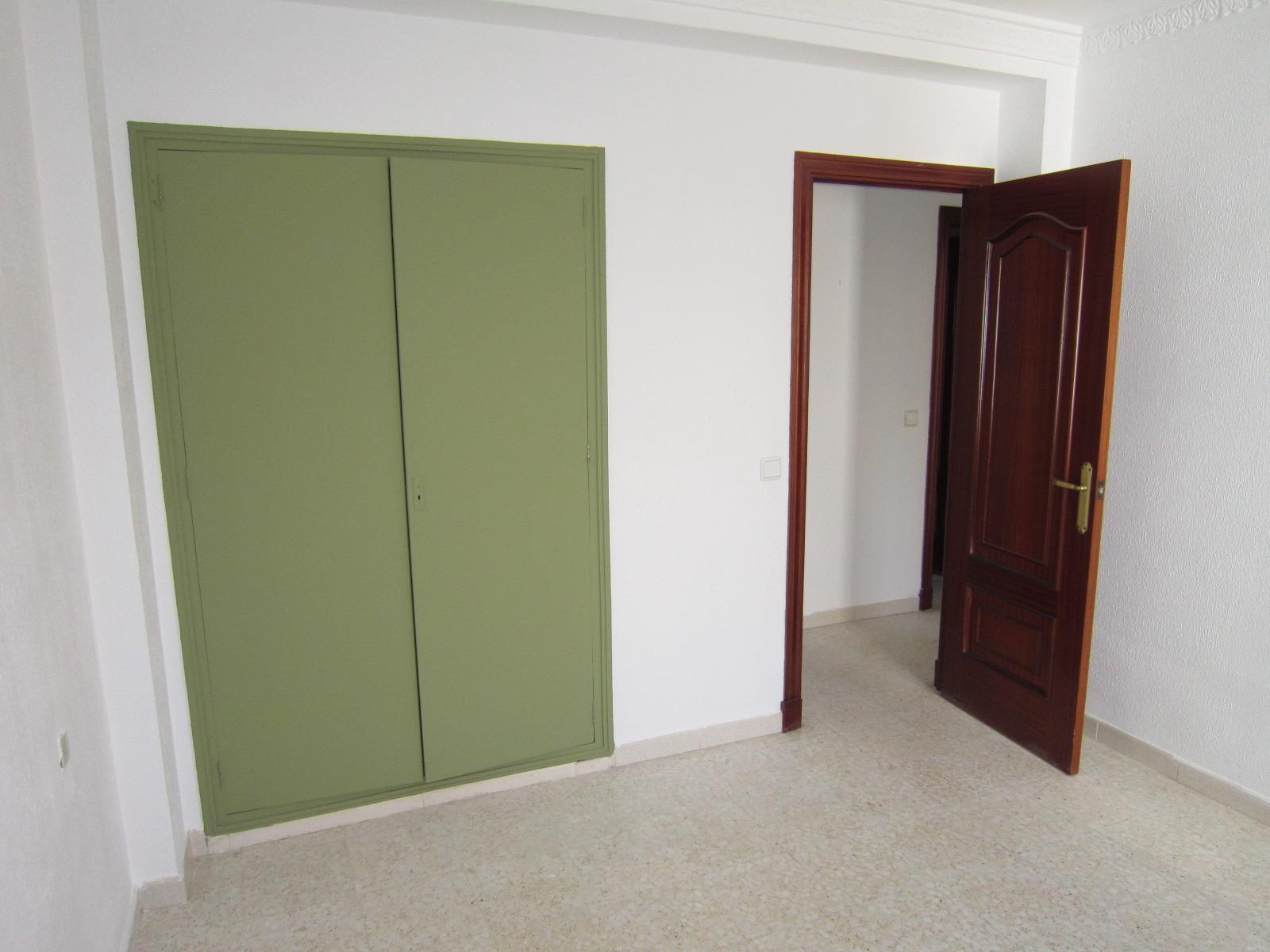 Piso en venta en Chiclana de la Frontera, Cádiz, Avenida de la Música, 62.000 €, 3 habitaciones, 1 baño, 84 m2