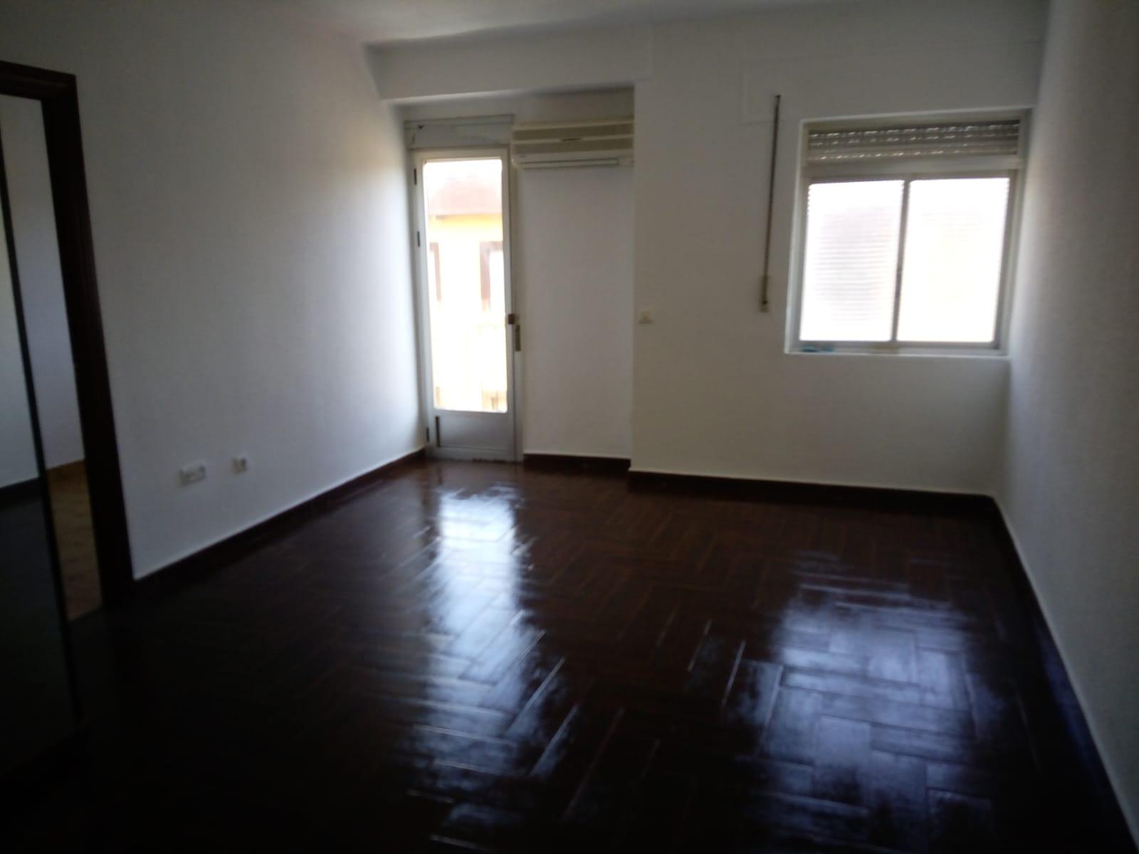 Piso en venta en Plasencia, Cáceres, Calle Pedro Diez Garcia, 31.000 €, 2 habitaciones, 1 baño, 67 m2