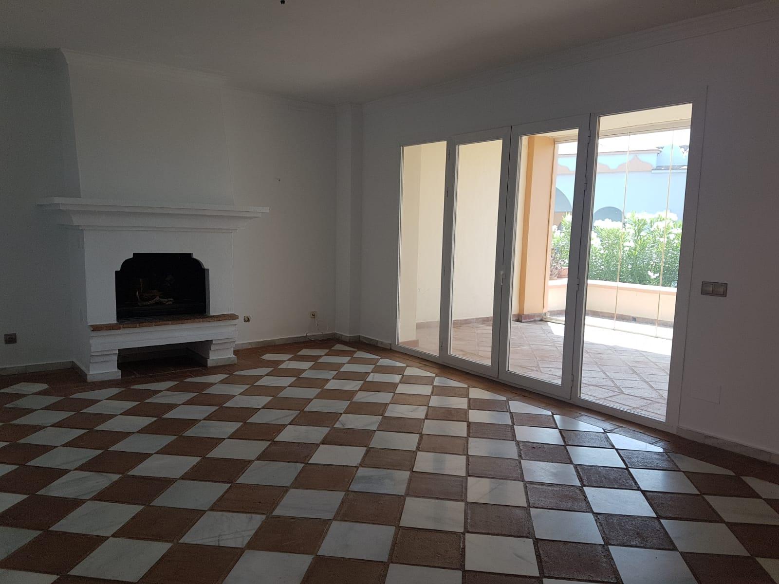 Piso en venta en Casares, Málaga, Carretera Nacional N-340, 318.000 €, 2 habitaciones, 2 baños, 114 m2