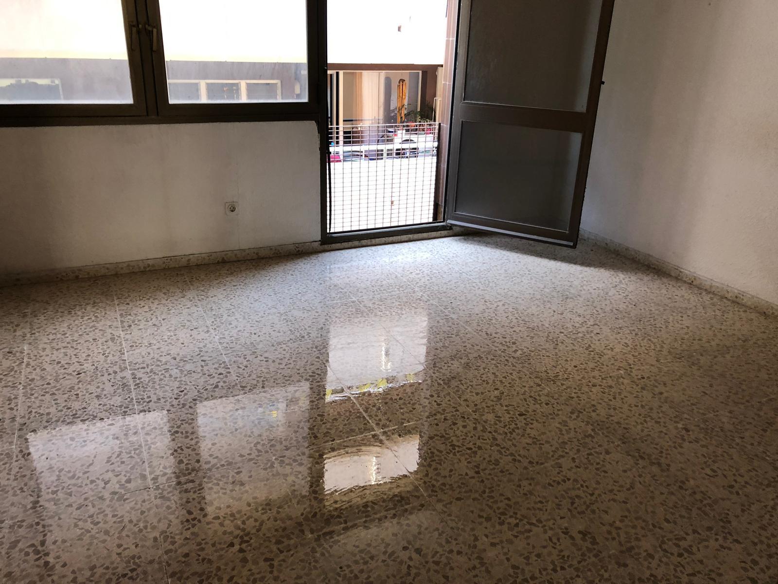 Local en venta en Local en Vilanova I la Geltrú, Barcelona, 145.000 €, 122 m2