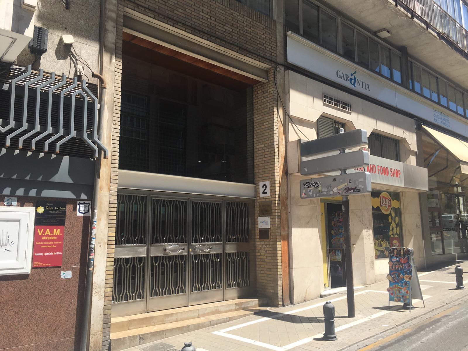 Local en venta en San Matías - Realejo, Granada, Granada, Calle Padre Suarez, 450.000 €, 209,06 m2