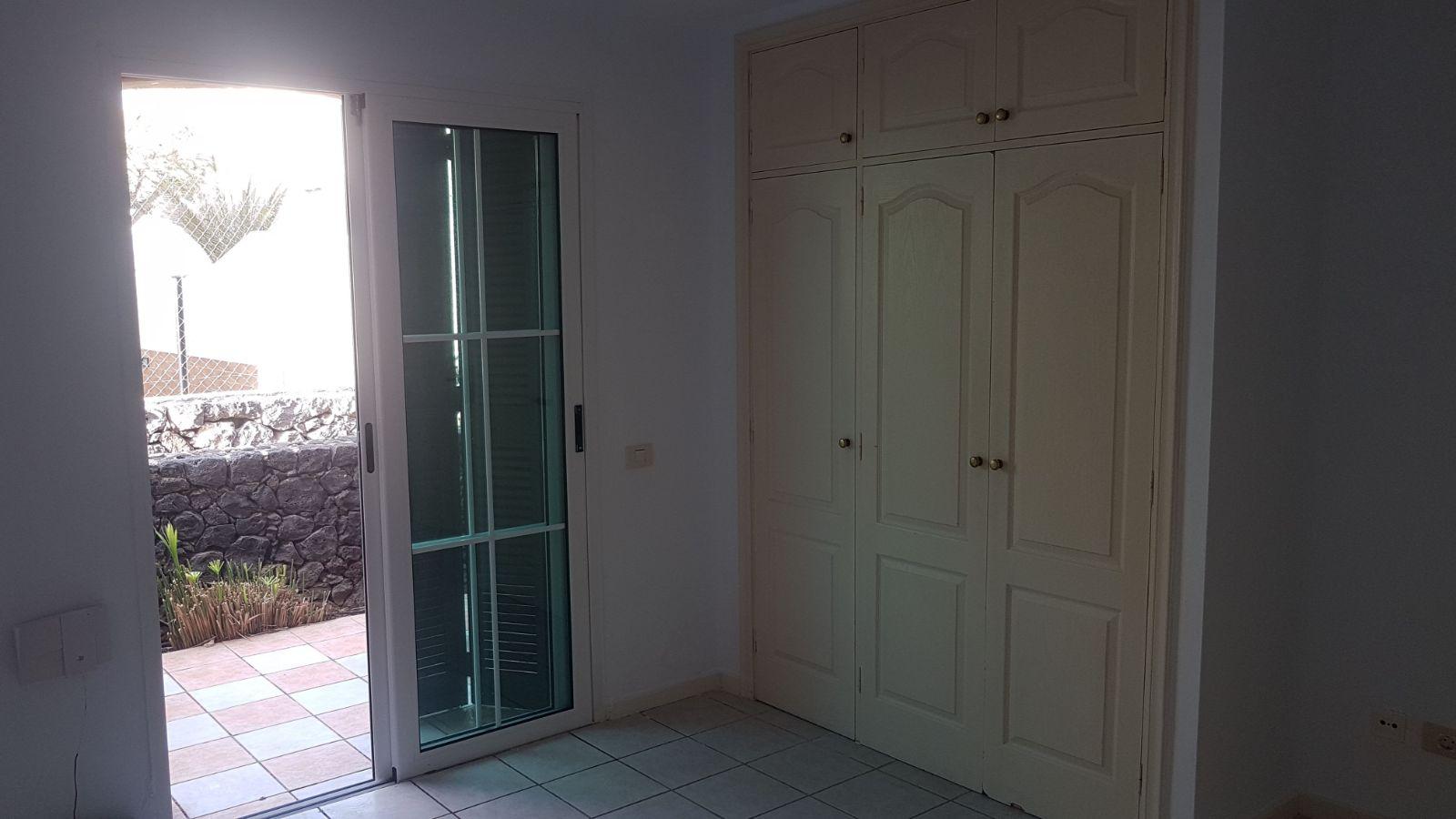 Piso en venta en Arona, Santa Cruz de Tenerife, Calle Zeus, 85.000 €, 1 habitación, 1 baño, 53 m2