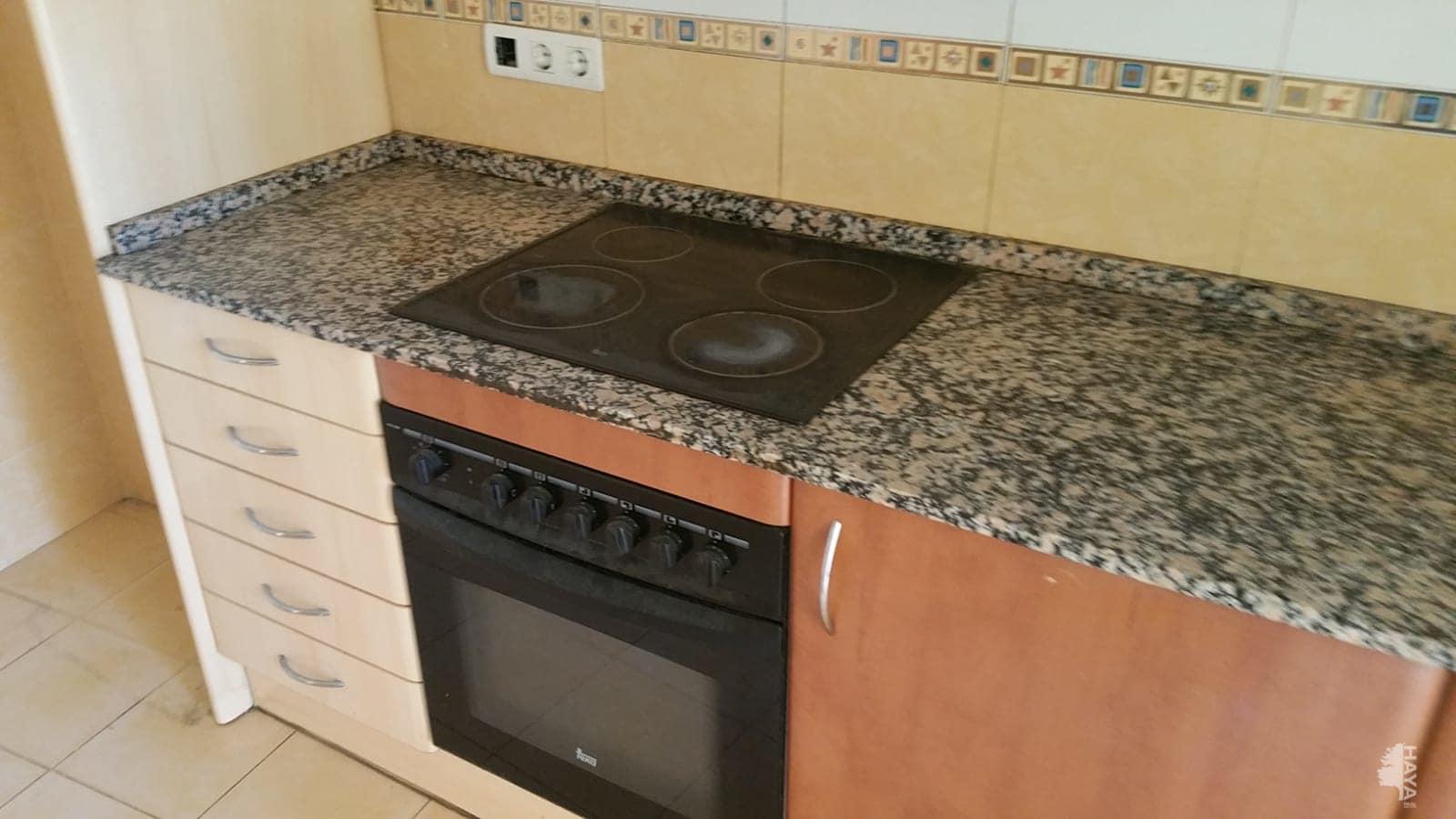 Piso en venta en Piso en Torrelles de Foix, Barcelona, 48.790 €, 3 habitaciones, 1 baño, 96 m2