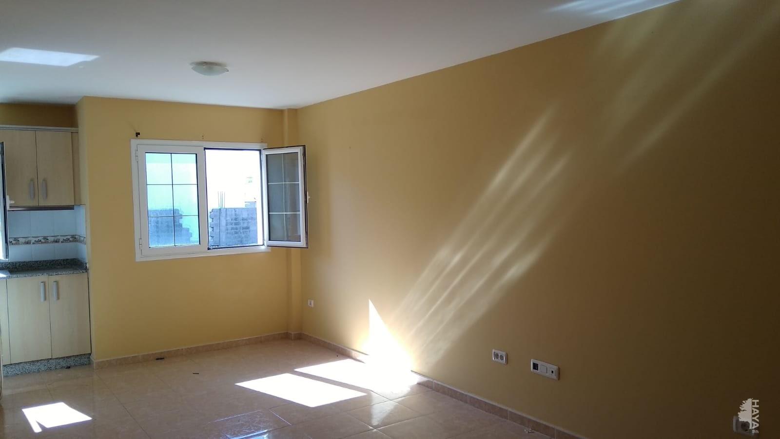 Piso en venta en Agüimes, Las Palmas, Calle Bentagocha, 96.000 €, 2 habitaciones, 1 baño, 74 m2