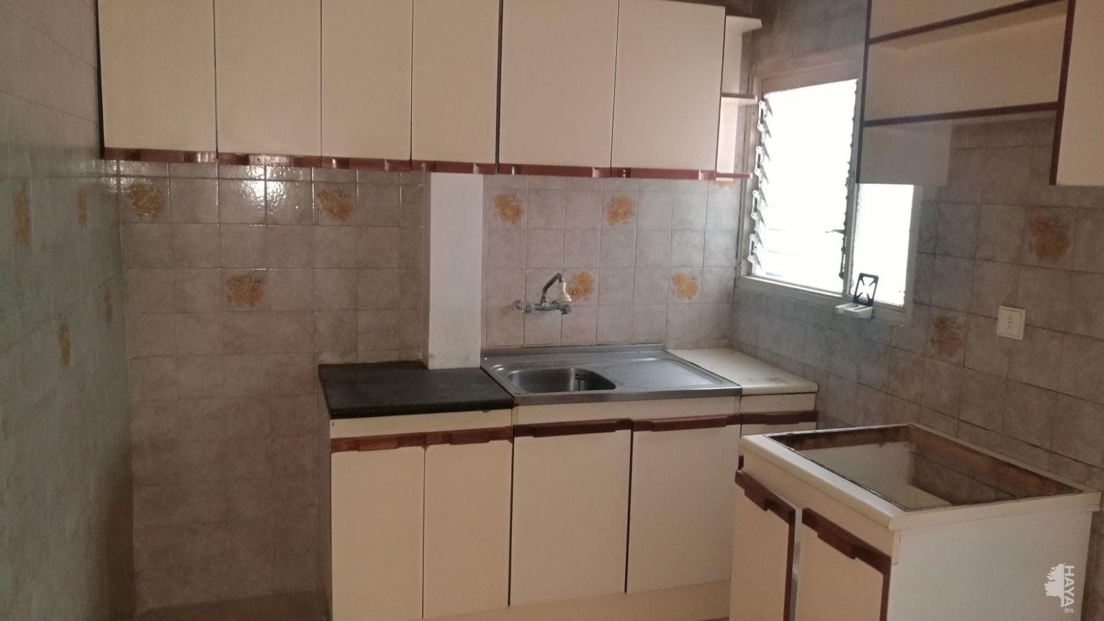 Piso en venta en Las Palmas de Gran Canaria, Las Palmas, Plaza de la Libertad, 65.100 €, 3 habitaciones, 1 baño, 72 m2