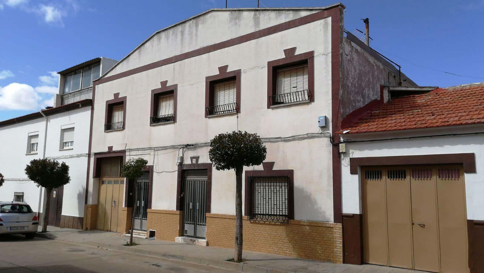 Piso en venta en Campo de Criptana, Ciudad Real, Calle Republica de Chile, 98.000 €, 8 habitaciones, 2 baños, 260 m2
