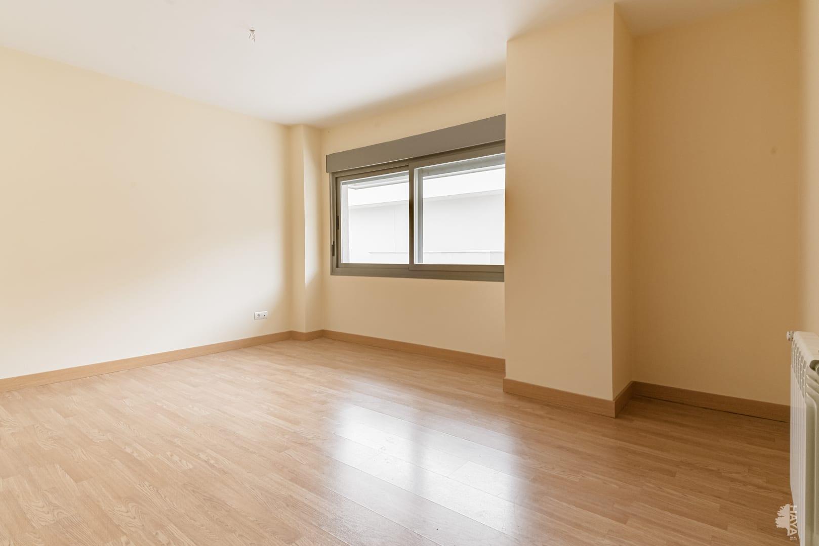 Piso en venta en Navalcarnero, Madrid, Calle Pino Canario, 154.000 €, 3 habitaciones, 2 baños, 127 m2