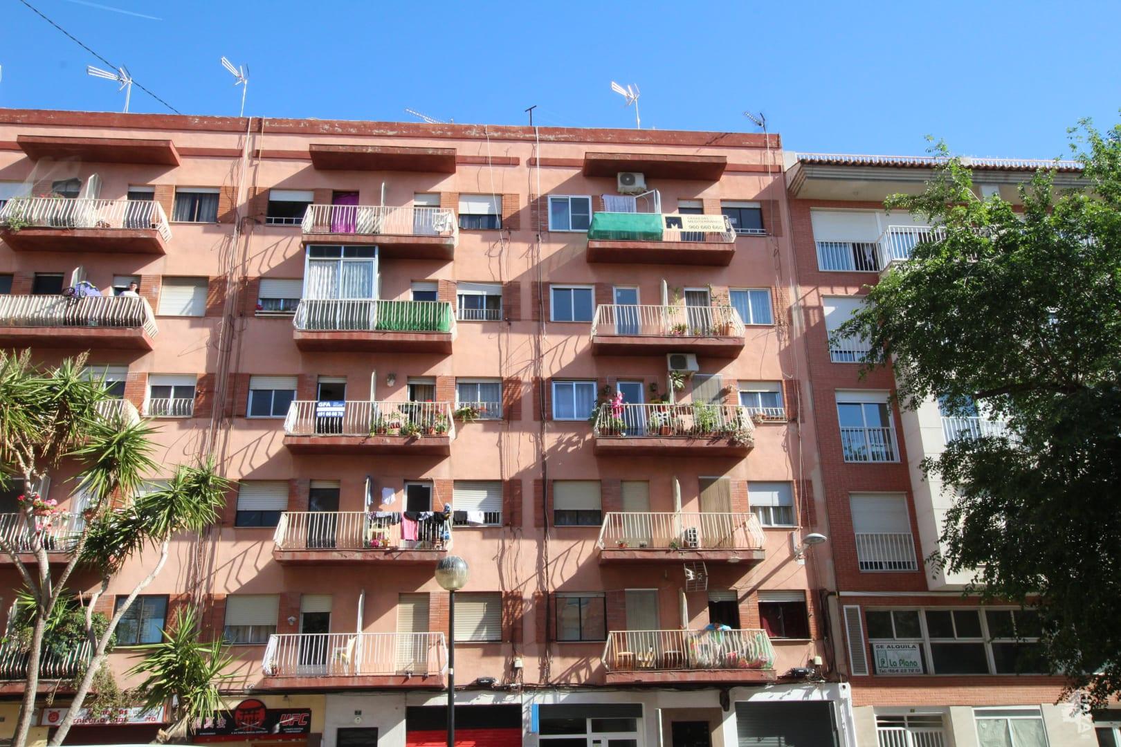 Piso en venta en Urbanización Penyeta Roja, Castellón de la Plana/castelló de la Plana, Castellón, Calle Hermanos Villafañe, 36.000 €, 4 habitaciones, 1 baño, 95 m2