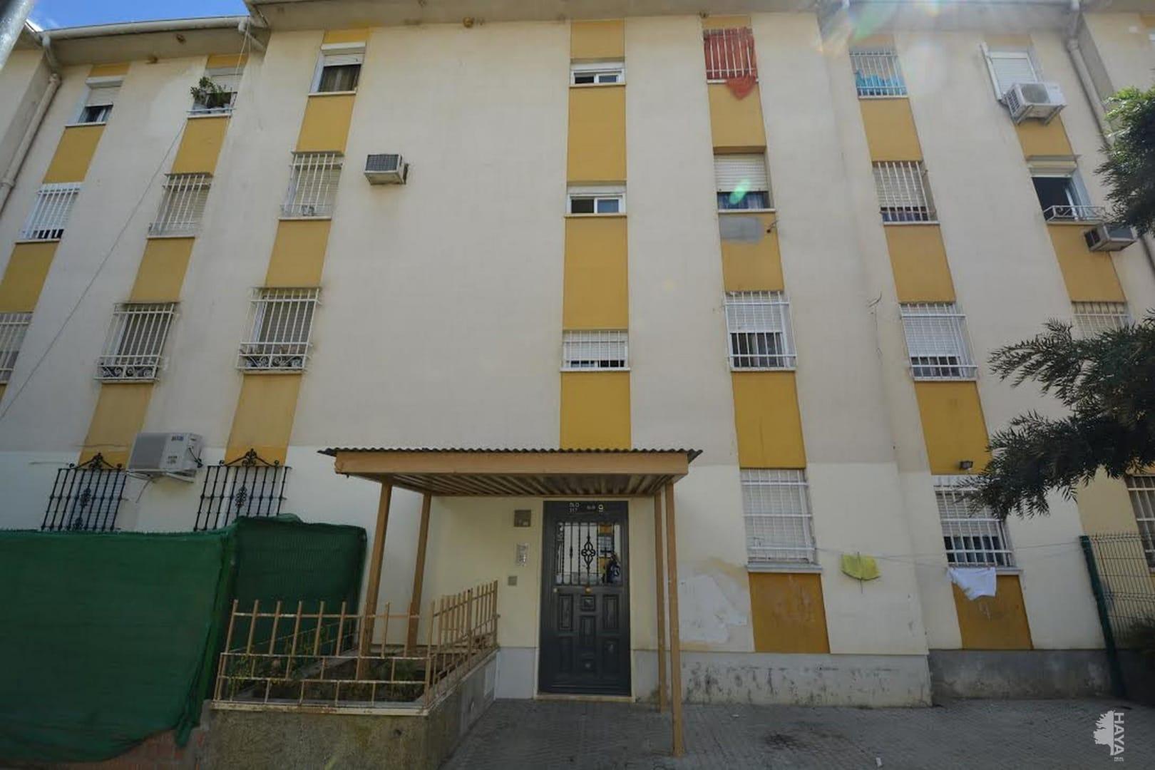 Piso en venta en Distrito Sur, Sevilla, Sevilla, Calle Fermin Salvochea Alvarez, 15.700 €, 3 habitaciones, 1 baño, 72 m2