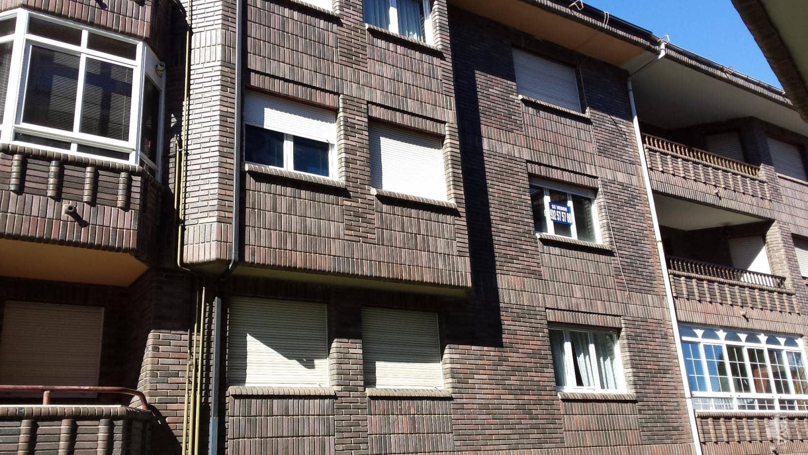 Piso en venta en Llanos de Alba, la Robla, León, Plaza Polideportivo, 57.000 €, 3 habitaciones, 1 baño, 97 m2