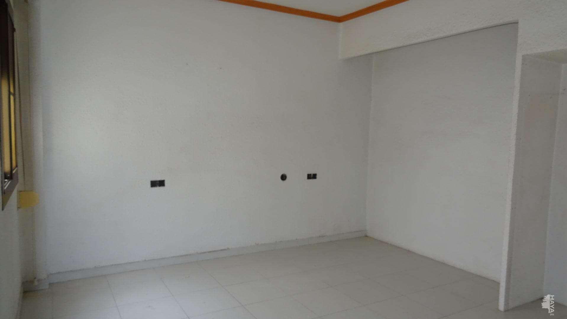 Piso en venta en Piso en Castellón de la Plana/castelló de la Plana, Castellón, 115.000 €, 3 habitaciones, 1 baño, 94 m2