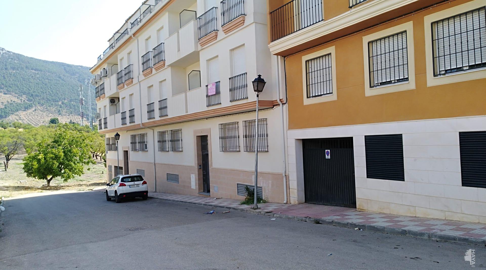 Piso en venta en Mancha Real, Jaén, Calle Cantabria, 76.864 €, 3 habitaciones, 6 baños, 96 m2