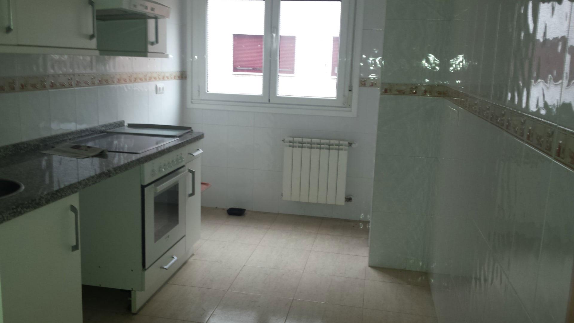 Piso en venta en Piso en Gijón, Asturias, 80.800 €, 2 habitaciones, 2 baños, 96 m2