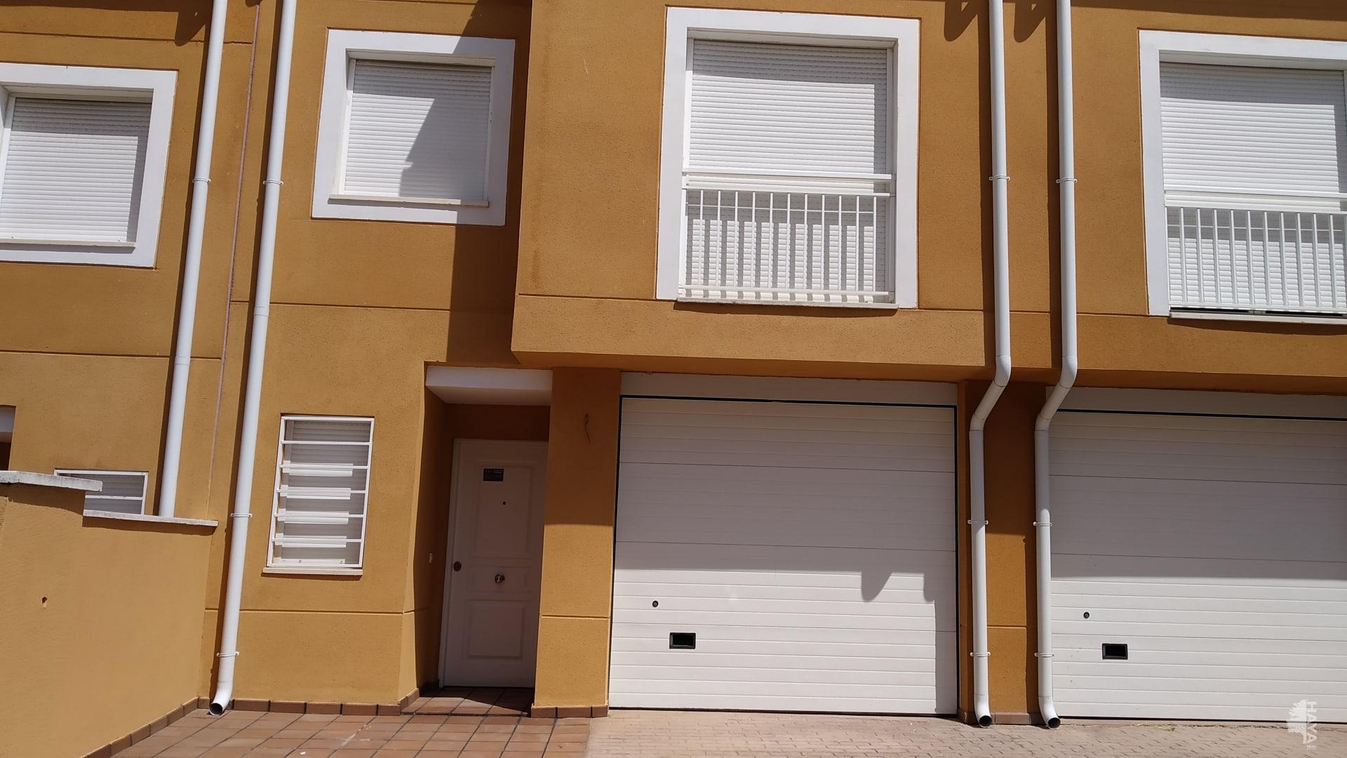 Casa en venta en Cuéllar, Segovia, Camino de Escarabajosa, 183.000 €, 3 habitaciones, 1 baño, 273 m2
