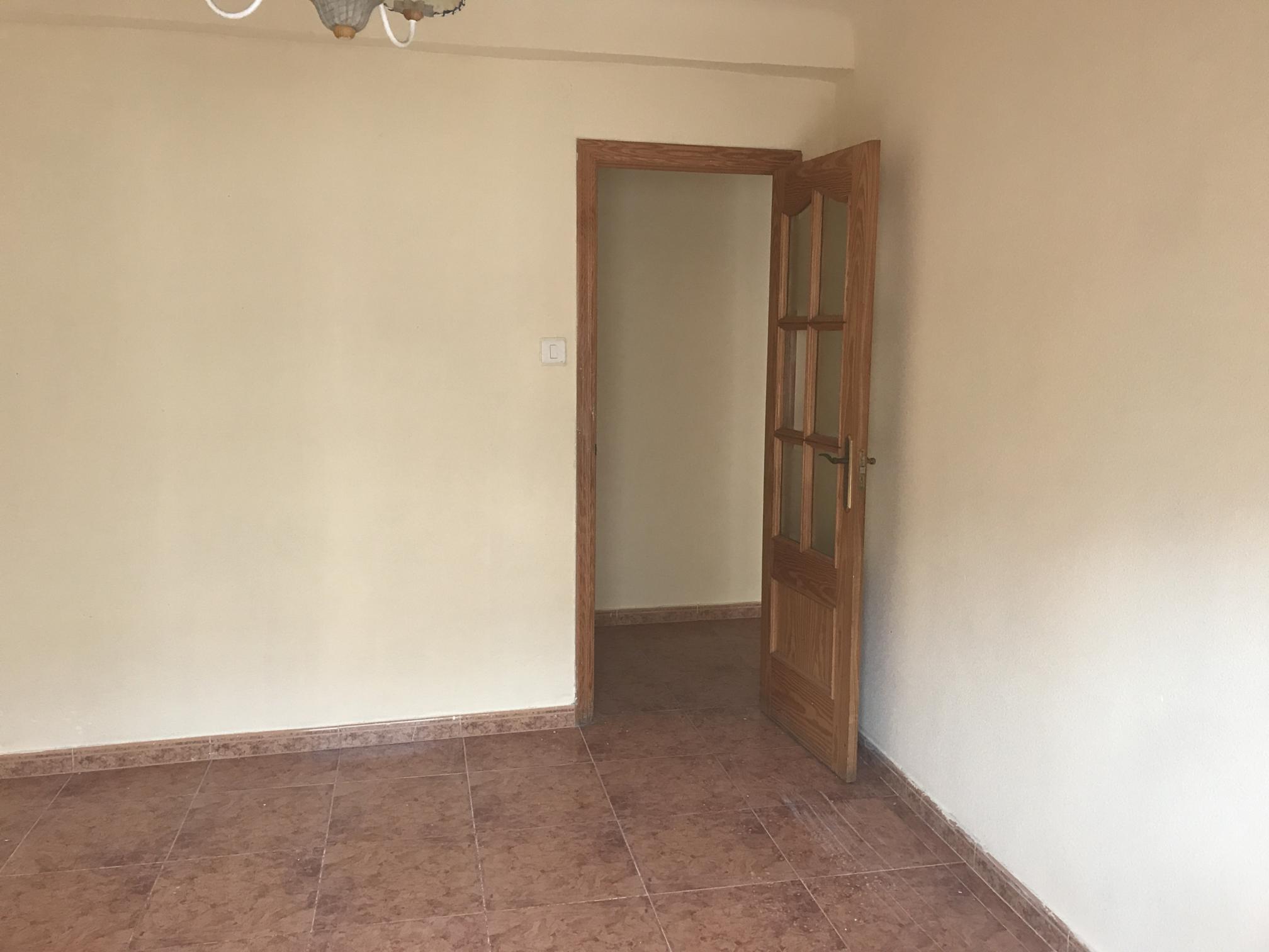 Piso en venta en Elche/elx, Alicante, Calle Hilarión Eslava, 44.000 €, 3 habitaciones, 1 baño, 95 m2