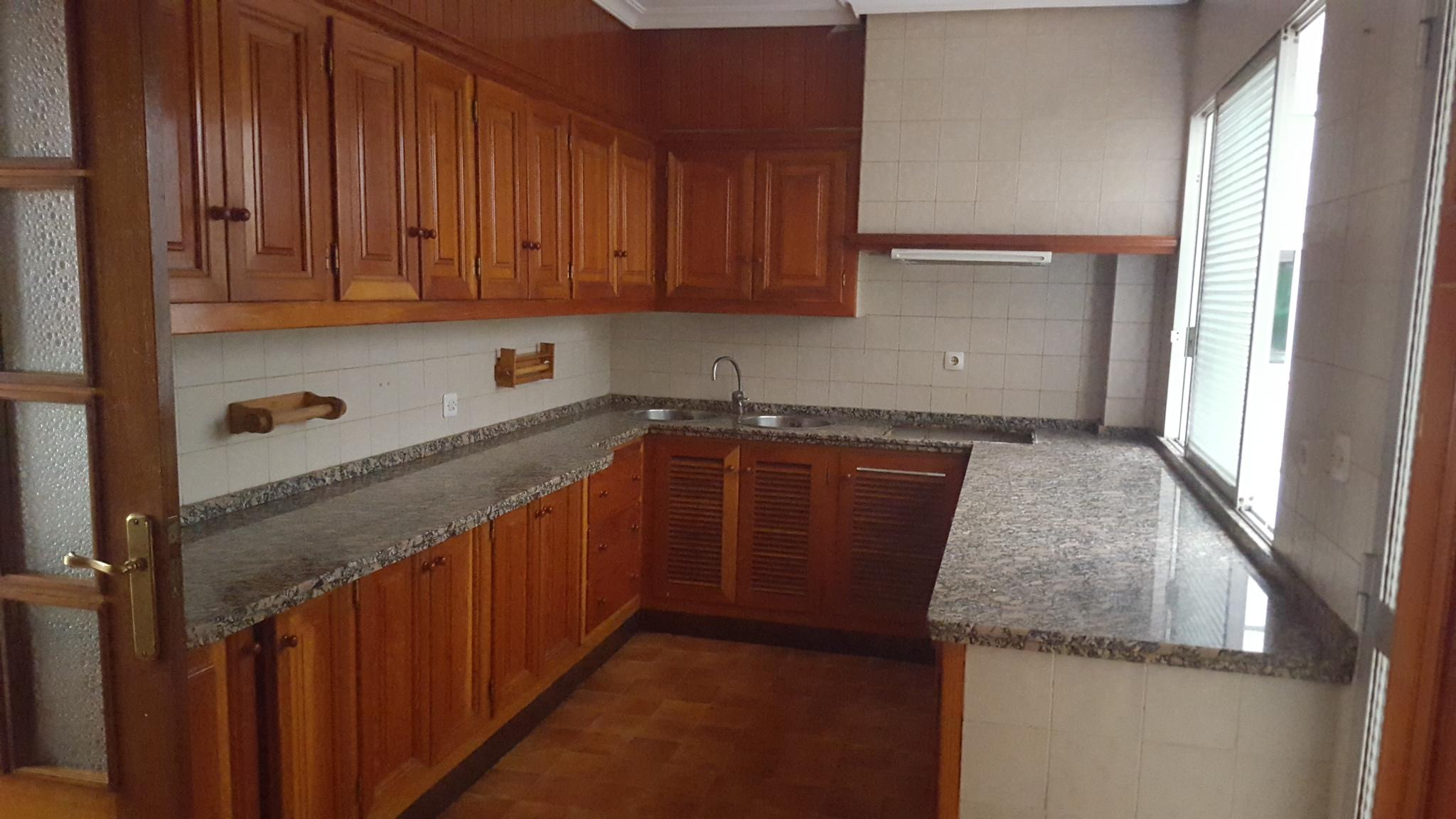 Piso en venta en Piso en Cáceres, Cáceres, 215.000 €, 4 habitaciones, 2 baños, 188 m2