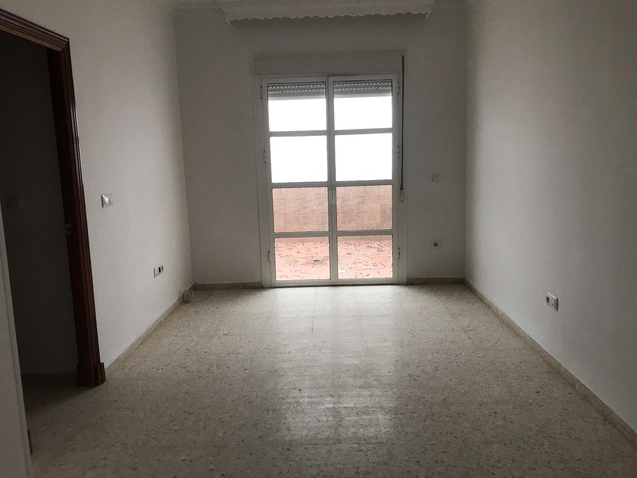 Piso en venta en Arcos de la Frontera, Cádiz, Calle Benaocaz, 75.000 €, 3 habitaciones, 96 m2