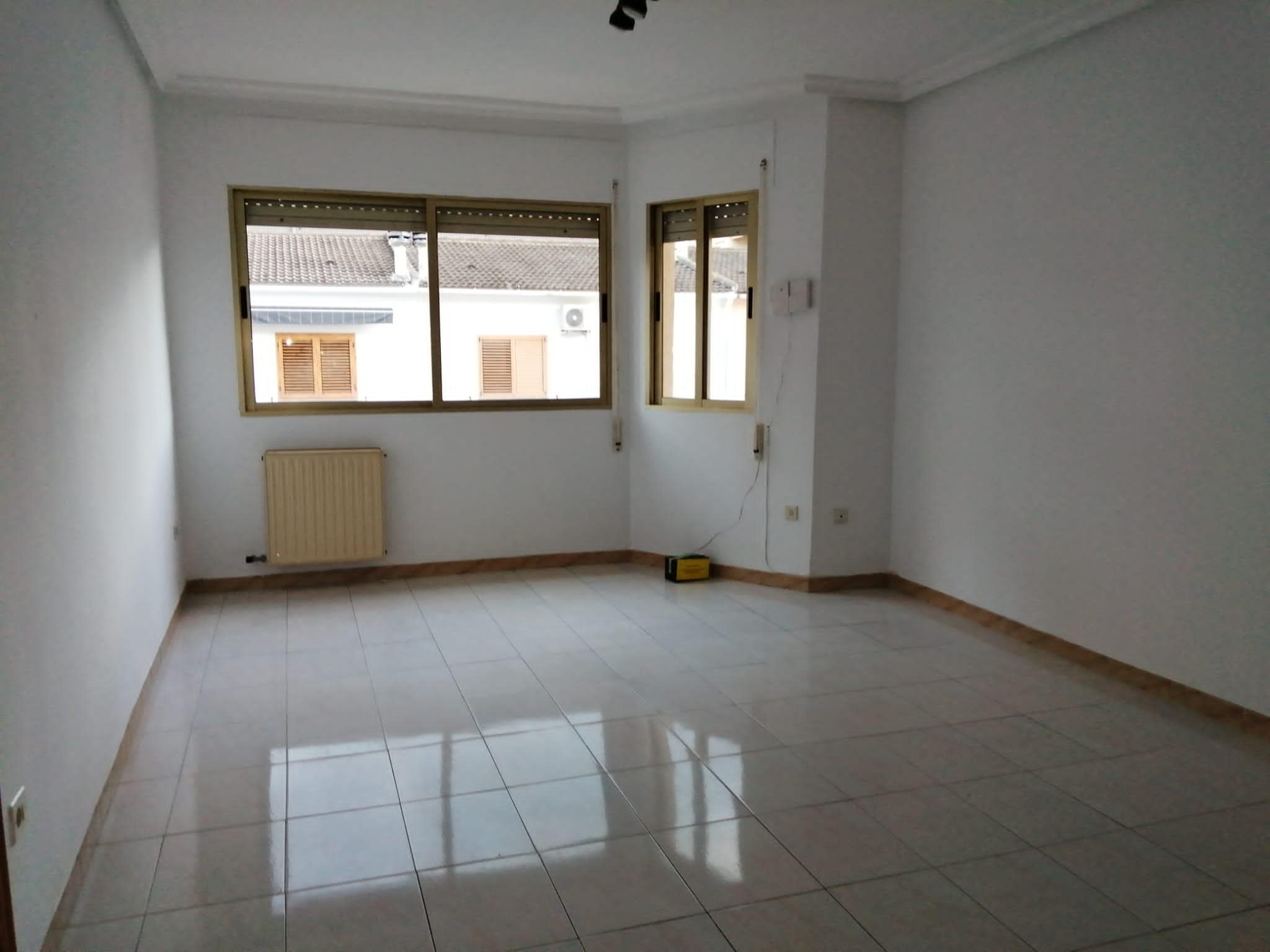 Piso en venta en Vinaròs, Castellón, Calle Centelles, 70.000 €, 3 habitaciones, 2 baños, 115 m2