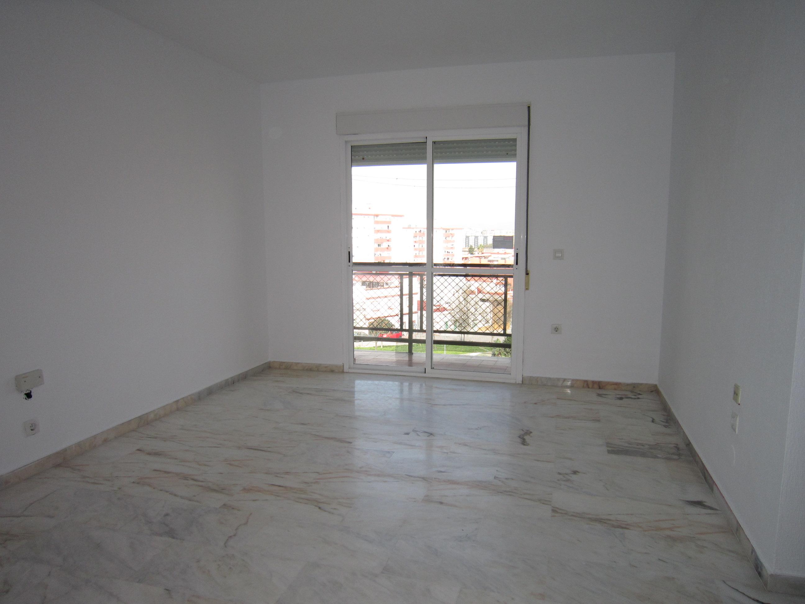 Piso en venta en Piso en Algeciras, Cádiz, 65.500 €, 3 habitaciones, 2 baños, 105 m2, Garaje