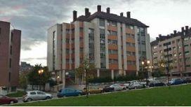 Piso en venta en Oviedo, Asturias, Calle Santiago de Compostela, 174.800 €, 2 habitaciones, 2 baños, 75 m2