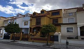 Casa en venta en Urbanización  Azahar, Jaén, Jaén, Calle Olivo, 390.100 €, 5 habitaciones, 2 baños, 438 m2