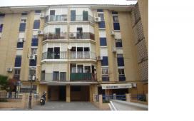 Piso en venta en Mairena del Aljarafe, Sevilla, Calle San Isidro Labrador, 59.500 €, 4 habitaciones, 1 baño, 84 m2