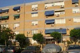 Piso en venta en Distrito Cerro-amate, Sevilla, Sevilla, Calle Puerto de los Alazores, 66.500 €, 3 habitaciones, 1 baño, 82,56 m2