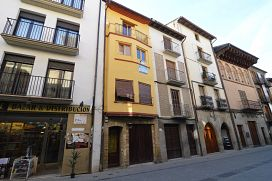 Casa en venta en Sangüesa/zangoza, Navarra, Calle Mayor, 133.000 €, 2 habitaciones, 2 baños, 354 m2