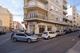 Piso en venta en Torrevieja, Alicante, Calle Patricio Zammit, 79.000 €, 4 habitaciones, 1 baño, 135 m2