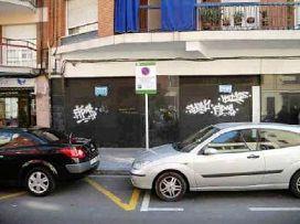 Local en venta en Pubilla Cases, L` Hospitalet de Llobregat, Barcelona, Calle la Maladeta, 227.900 €, 120 m2