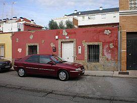 Casa en venta en San Roque, Badajoz, Badajoz, Calle Serrano, 70.100 €, 3 habitaciones, 1 baño, 158 m2