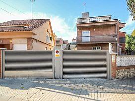 Casa en venta en Can Gorgs, Barberà del Vallès, Barcelona, Calle Ripolles, 339.000 €, 4 habitaciones, 4 baños, 212 m2