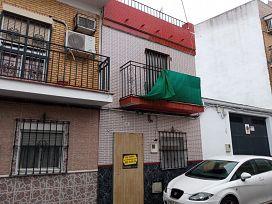 Casa en venta en Distrito Cerro-amate, Sevilla, Sevilla, Calle Emilia Pardo Bazan, 63.000 €, 3 habitaciones, 2 baños, 90 m2