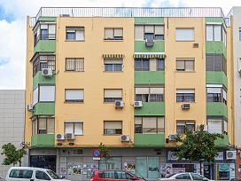 Piso en venta en Distrito Macarena, Sevilla, Sevilla, Avenida Pino Montano, 131.250 €, 4 habitaciones, 2 baños, 114 m2