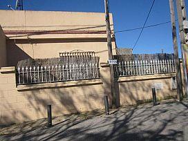 Casa en venta en Distrito Norte, Sevilla, Sevilla, Calle Ulpiano Blanco, 65.000 €, 2 habitaciones, 1 baño, 117 m2